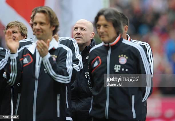 Fussball Saison 20122013 1 Bundesliga 33 Spieltag FC Bayern München FC Augsburg 30 Matthias Sammer mi versteckt sich in der hinteren Reihe