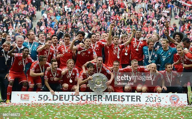 Fussball Saison 20122013 1 Bundesliga 33 Spieltag FC Bayern München FC Augsburg Der FC Bayern feiert die Deutsche Meisterschaft
