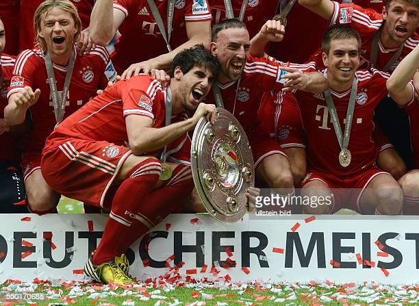 Fussball Saison 20122013 1 Bundesliga 33 Spieltag FC Bayern München FC Augsburg 30 Der FC Bayern feiert die Deutsche Meisterschaft vorne vli Anatolly...