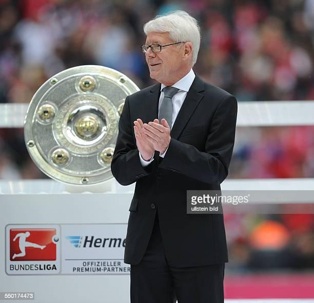 Fussball Saison 20122013 1 Bundesliga 33 Spieltag FC Bayern München FC Augsburg 30 DFL Ligapräsident Dr Reinhard Rauball