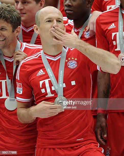Fussball Saison 20122013 1 Bundesliga 33 Spieltag FC Bayern München FC Augsburg 30 Arjen Robben