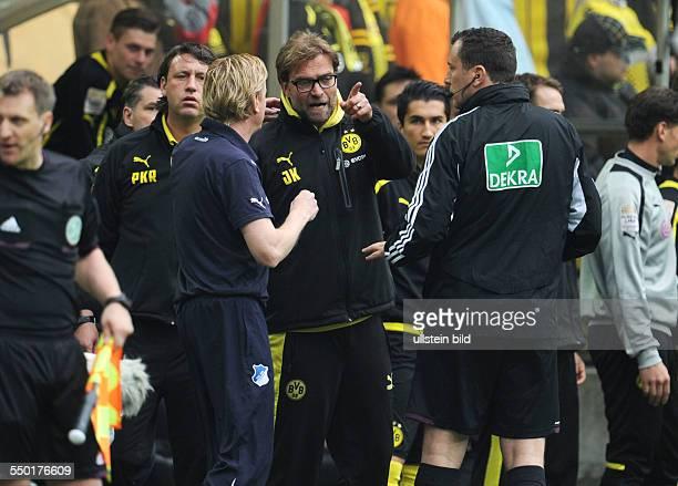 Fussball Saison 20122013 1 Bundesliga 34 Spieltag Borussia Dortmund 1899 Hoffenheim Diskussionen zwischen Trainer Jürgen Klopp re und Trainer Markus...