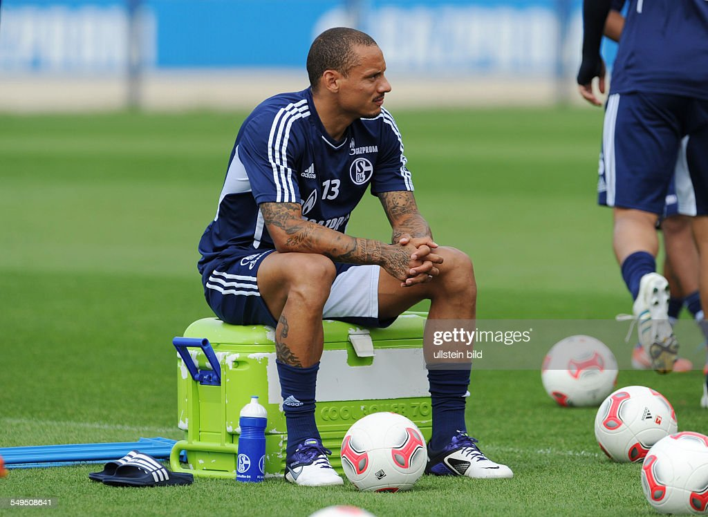 1. Bundesliga, Training FC Schalke 04 : News Photo