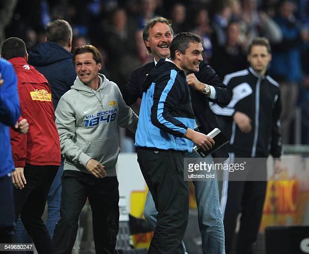 Fussball, Saison 2012-2013, 2. Bundesliga, 30. Spieltag, VfL Bochum - FC St. Pauli, Jubel nach dem 2-0 - Co-Trainer Thomas Reis , Trainer Peter...