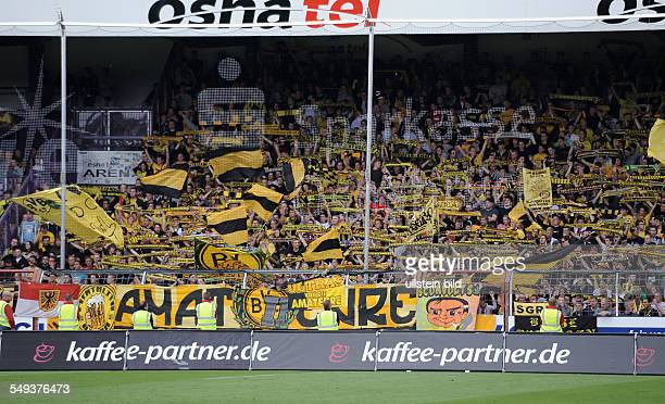 Fussball, Saison 2012-2013, 3. Liga, 1. Spieltag, VfL Osnabrück - Borussia Dortmund II 2-0 Voller Gästefanblock mit BVB Fans