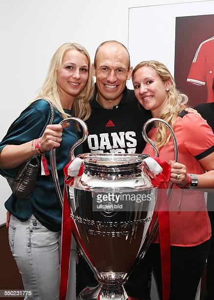 Fussball Saison 20122013 Festbankett des FC Bayern München nach dem Pokalsieg bei der Deutschen Telekom in Berlin Bild Nr 1317037...
