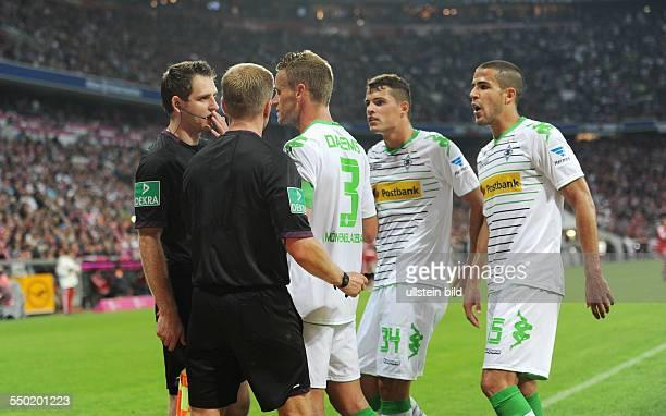 Fussball Saison 20132014 1 Bundesliga 1 Spieltag FC Bayern München Borussia Mönchengladbach vre Alvaro Dominguez Granit Xhaka Filip Daems...