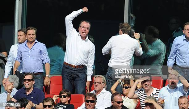 Fussball, Saison 2013-2014, 1. Bundesliga, 3. Spieltag, Hannover 96 - FC Schalke 04, Pure Emotionen bei Aufsichtsratsvorsitzender Clemens Toennies ,...