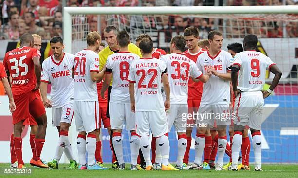 Fussball Saison 20132014 2 Bundesliga 2 Spieltag 1 FC Köln Fortuna Düsseldorf 11 Kölns Spieler diskutieren mit Schiedsrichter Knut Kircher