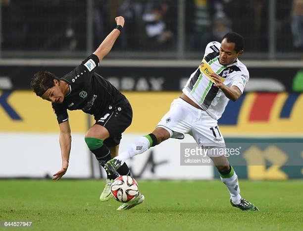Fussball, Saison 2014/15, 1. Bundesliga, 25. Spieltag,Borussia Mönchengladbach - Hannover 96 2:0Raffael , re., gegen Miiko Albornoz