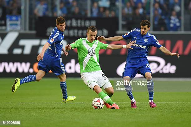 Fussball, Saison 2014/15, 1. Bundesliga, 29. Spieltag,VfL Wolfsburg - FC Schalke 04 1:1v.re. Tranquillo Barnetta , Ivan Perisic , Klaas-Jan...