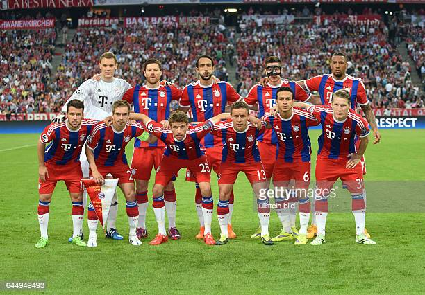 Fussball Saison 2014/15 Champions League 2014/15 HalbfinaleFC Bayern München FC Barcelona 32Team FC Bayern München oben vli Torwart Manuel Neuer Xabi...