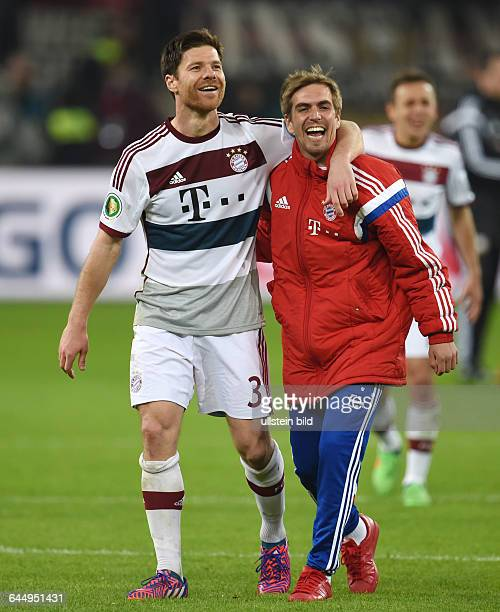 Fussball Saison 2014/15 DFB Pokal ViertelfinaleBayer 04 Leverkusen FC Bayern München 35 nEJubel Xabi Alonso li und Philipp Lahm