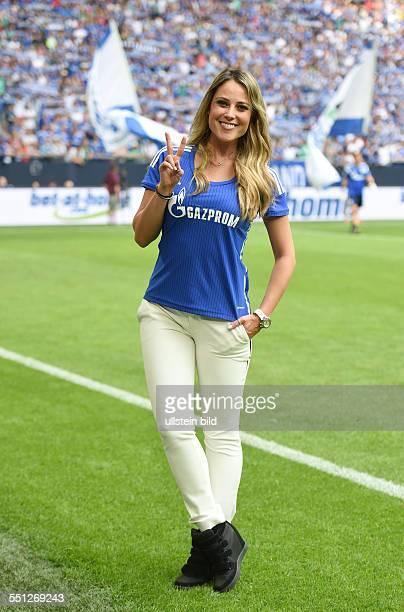 Fussball Saison 2014/15 Schalke 04 Cup FC Schalke 04 Newcastle United Die Mexikanische Moderatorin Vanessa Huppenkothen zu Gast auf Schalke
