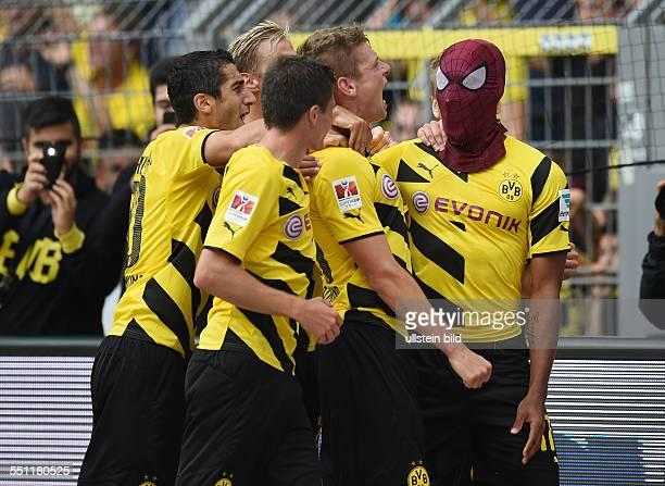 Fussball Saison 2014/15 Supercup Finale 2014 Borussia Dortmund FC Bayern Muenchen 20 PierreEmerick Aubameyang Pierre Emerick Aubameyang re setzt sich...
