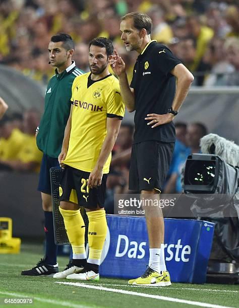 Fussball Saison 2015/2016 Europa League Qualifikation 3 RundeBorussia Dortmund Wolfsberger AC 50Trainer Thomas Tuchel re und Gonzalo Castro