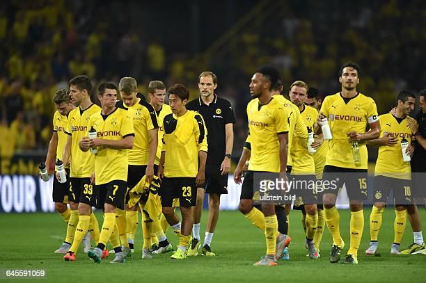 Fussball Saison 2015/2016 Europa League Qualifikation 3 RundeBorussia Dortmund Wolfsberger AC 50Trainer Thomas Tuchel hinten mitte nach dem Spiel mit...
