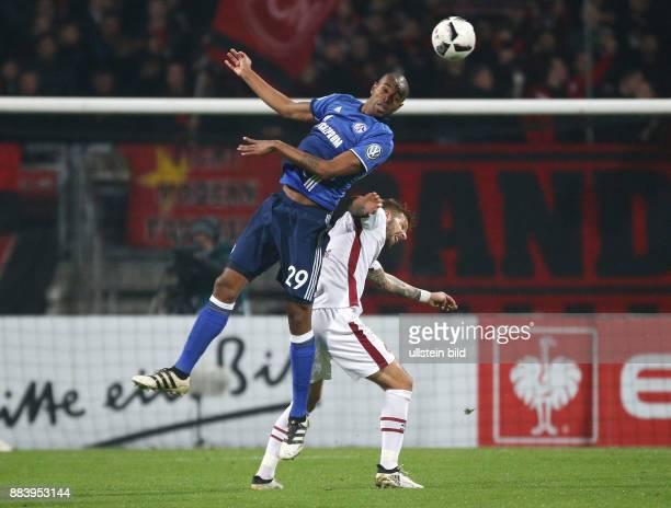 Fussball Saison 2016/2017 DFBPokal 2 Runde Naldo li gegen Guido Burgstaller