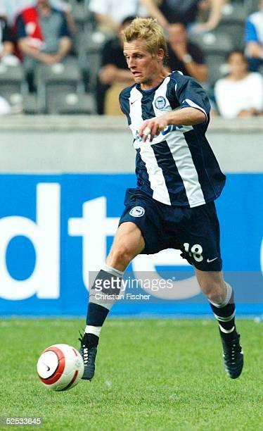 Fussball Testspiel 2004 Berlin Hertha BSC Berlin Besiktas Istanbul Artur WICHNIAREK Das Spiel endet 31 010804