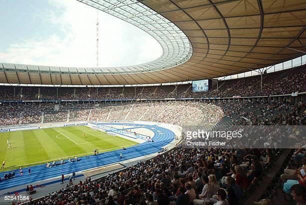 Fussball: Testspiel 2004, Berlin; Hertha BSC Berlin - Besiktas Istanbul; Stadionuebersicht Olympiastadion . Das Spiel endet 3:1. 01.08.04.