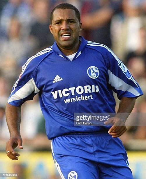 Fussball Testspiel 2004 Goch FC Schalke 04 Alemannia Aachen AILTON / S04 aergerte sich ueber einige ungenaue Anspiele 200704