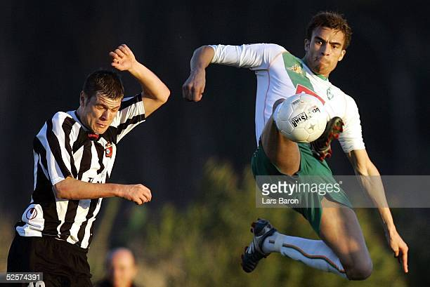 Fussball: Testspiel 2005, Belek; SV Werder Bremen - Lokomotive Plovdiv; Boban JANCHEVSKI / Plovdiv, Valerien ISMAEL / Werder 10.01.05.