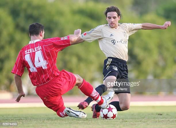 Fussball Testspiel 2005 Dubai FC Bayern Muenchen FC Energie Cottbus 10 Zoltan SZELESI / Cottbus Owen HARGREAVES / Muenchen 100105