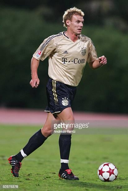 Fussball Testspiel 2005 Dubai FC Bayern Muenchen FC Energie Cottbus 10 Alexander ZICKLER / Muenchen 100105