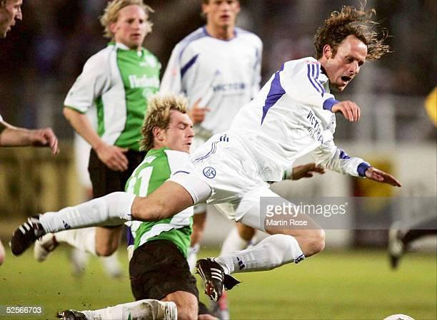 Fussball Testspiel 2005 Muenster Preussen Muenster FC Schalke 04 12 Steffen BURY / Muenster NielsOude KAMPHUIS / Schalke 080105