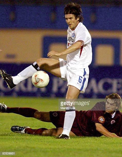 Fussball Turnier 2004 Maspalomas / Gran Canaria Hamburger SV Sparta Prag 34 Raphael WICKY / HSV Tomas HUEBSCHMANN / Prag 130104