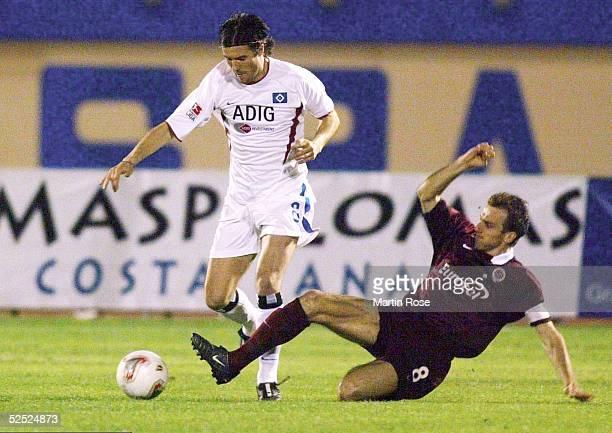Fussball: Turnier 2004, Maspalomas / Gran Canaria; Hamburger SV - Sparta Prag; Raphael WICKY / HSV, Karel POBORSKY / Prag 13.01.04.