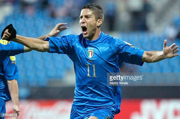 Fussball U 21 EM 2004 Bochum Italien Serbien Montenegro Guiseppe SCULLI / Italien bejubelt sein Tor zum 20 290504