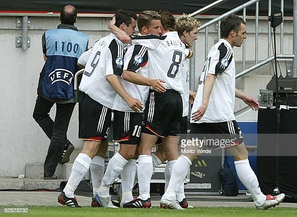 Fussball U 21 EM 2004 Mainz Deutschland Portugal Benjamin AUER Lukas PODOLSKI Hanno BALITSCH der Torschuetze zum 11Ausgleich Bastian SCHWEINSTEIGER...