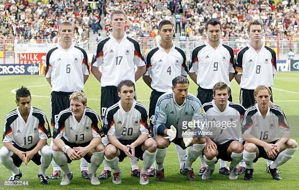 Fussball U 21 EM 2004 Mainz Deutschland Schweiz Team GER hinten vl Thomas HITZLSPERGER Alexander MADLUNG Malik FATHI Benjamin AUER Hanno BALITSCH...