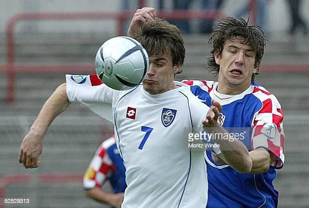 Fussball U 21 EM 2004 Oberhausen Kroatien Serbien Montenegro Danko LAZOVIC / SerbienMontenegro Dino DRPIC / Kroatien 270504