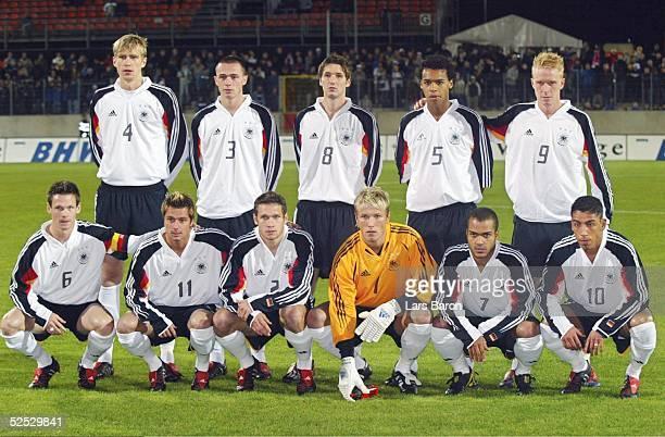 Fussball U 21 EM Qualifikation 2004 Duesseldorf Deutschland Oesterreich 20 Teamfoto Deutschland hinten von links Per MERTESACKER Christian PANDER...