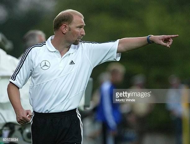 Fussball U 21 Laenderspiel 2004 Celle Deutschland Litauen Trainer Dieter EILTS / GER 170804