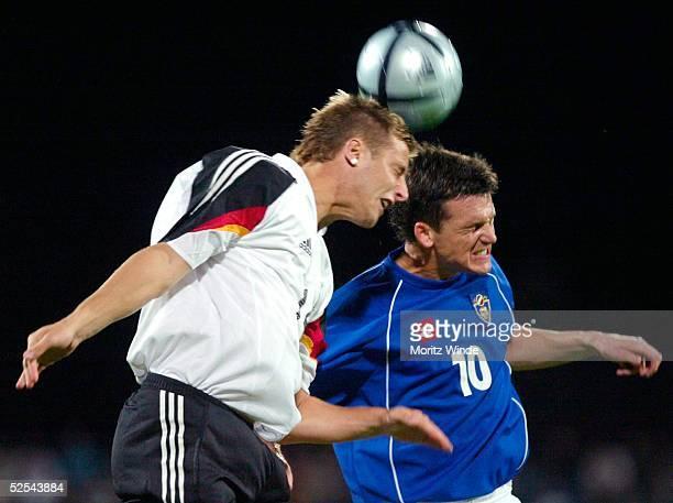 Fussball: U 21 Laenderspiel 2004, Dessau; Deutschland - Serbien Montenegro 5:3; Alexander LUDWIG / GER, Marko PEROVIC / SCG 07.09.04.