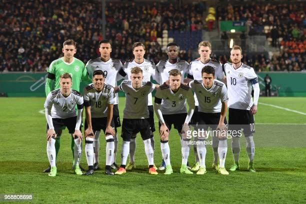 Fussball U21 Laenderspiel 2017, Deutschland - England, Team Deutschland, oben v.li., Torwart Julian Pollersbeck , Davie Selke , Niklas Stark , Gideon...