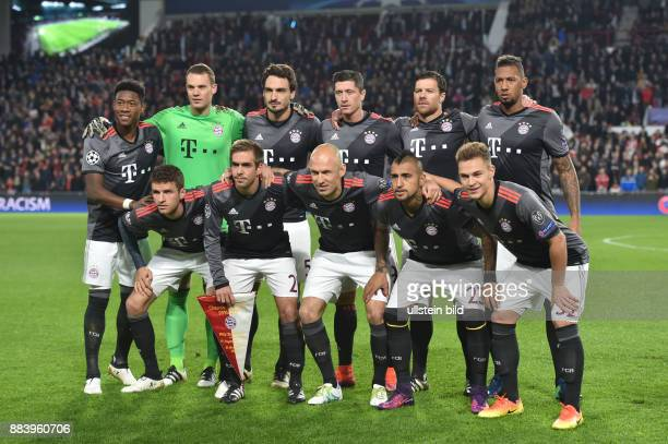 Fussball UEFA Champions League 2016/17 Vorrunde 4 Spieltag Team FC Bayern Muenchen oben vre Jerome Boateng Xabi Alonso Robert Lewandowski Mats...
