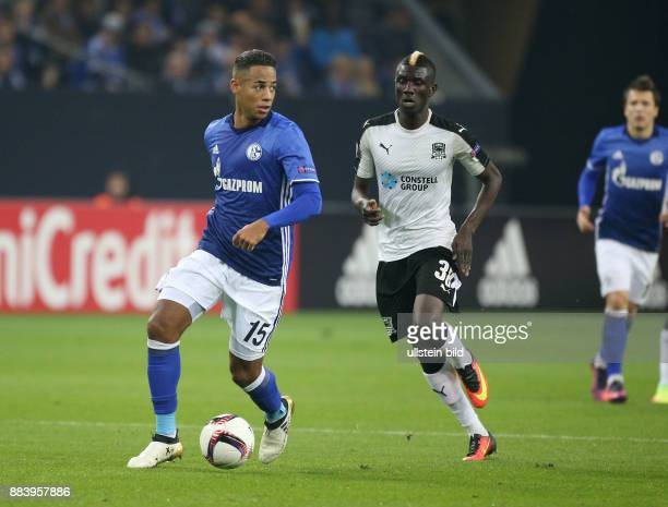 Fussball UEFA Europa League 2016/17 4 Spieltag Dennis Aogo li gegen Kouassi Eboue