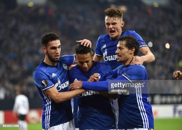 Fussball UEFA Europa League 2016/17 5 Spieltag FC Schalke 04 OGC Nizza Jubel Nabil Bentaleb Dennis Aogo Fabian Reese Benjamin Stambouli