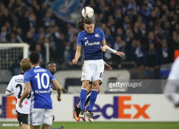 Fussball UEFA Europa League 2016/17 5 Spieltag FC Schalke 04 OGC Nizza Fabian Reese im Kopfballduell