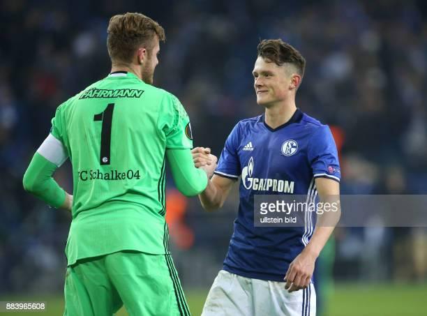 Fussball UEFA Europa League 2016/17 5 Spieltag FC Schalke 04 OGC Nizza Fabian Reese re mit Torwart Ralf Faehrmann Ralf Fährmann