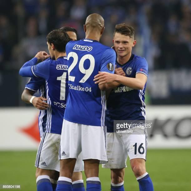 Fussball UEFA Europa League 2016/17 5 Spieltag FC Schalke 04 OGC Nizza v l Naldo jubelt mit Fabian REESE