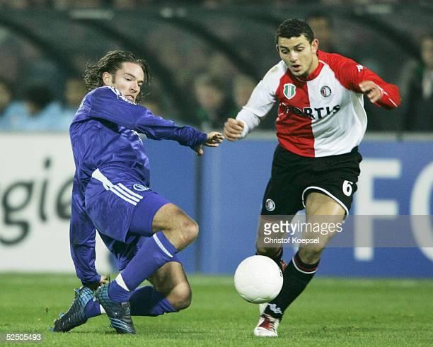 Fussball UEFA Pokal 04/05 Rotterdam Feyenoord Rotterdam FC Schalke 04 21 Sven VERMANT / Schalke Hossam GHALY / Rotterdam 011204