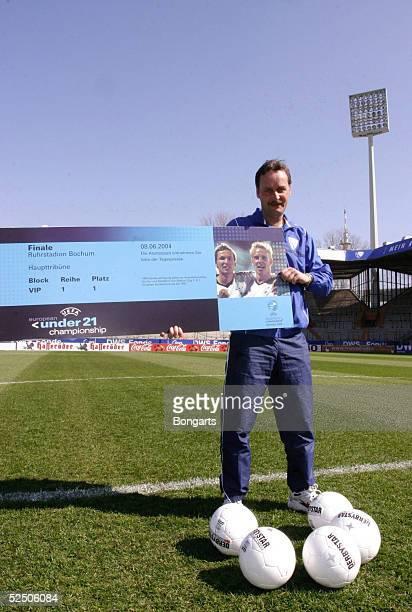Fussball: Vorschau auf die Spiele der U 21 EM vom 27. Mai bis 8. Juni in Deutschland / GER Bochum; Trainer Peter NEURURER / VfL Bochum; Mit dem...