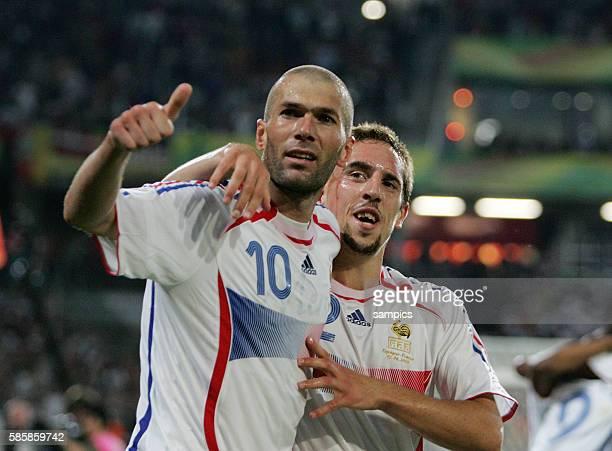 Spanien Frankreich Spain France Jubel Zinedine Zidane nach seinem Tor zum 31mit Frank Ribery FIFA Fußball Weltmeisterschaft 2006 in Deutschland...