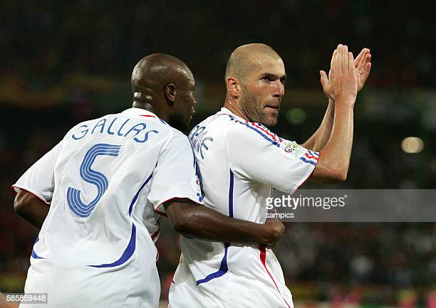 Spanien Frankreich Spain France Zinedine Zidane Jubel li William Gallas FIFA Fußball Weltmeisterschaft 2006 in Deutschland Football world cup 2006 in...