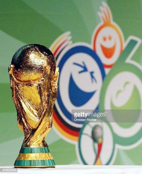 Fussball WM 2006 FIFA Pressekonferenz Leipzig Vorstellung Maskottchen WM 2006 FIFA WM Trophae FIFA POKAL vor dem WM 2006 Logo 131104